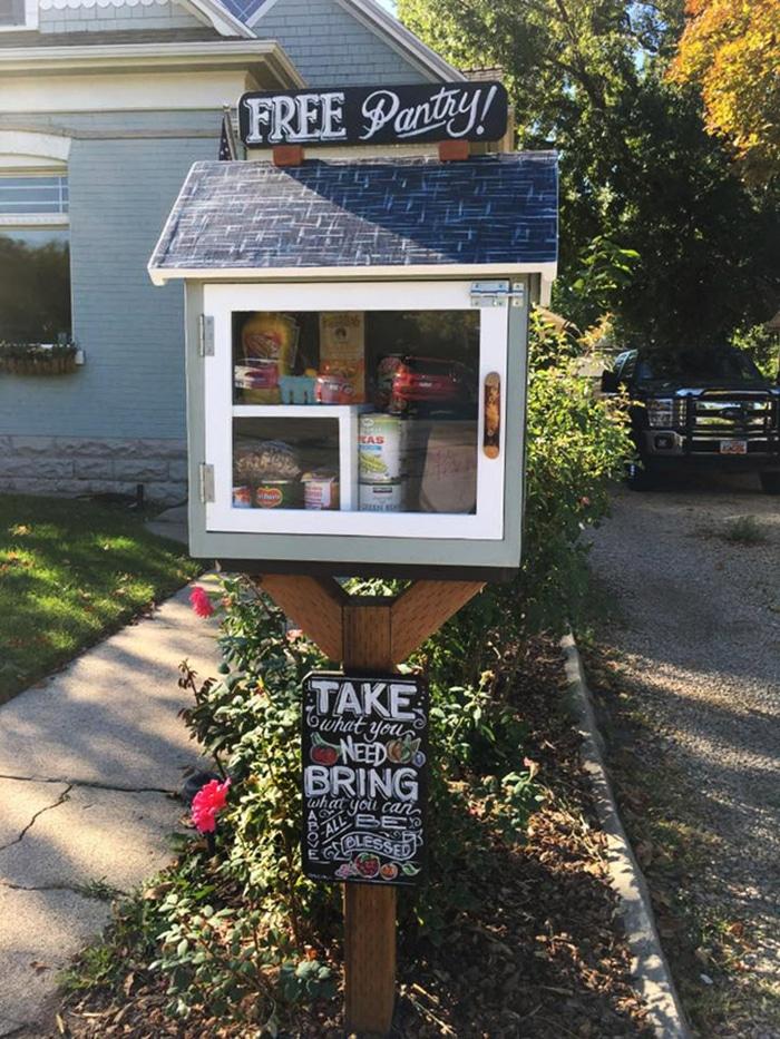 Photo de la boite à don en libre service devant le domicile